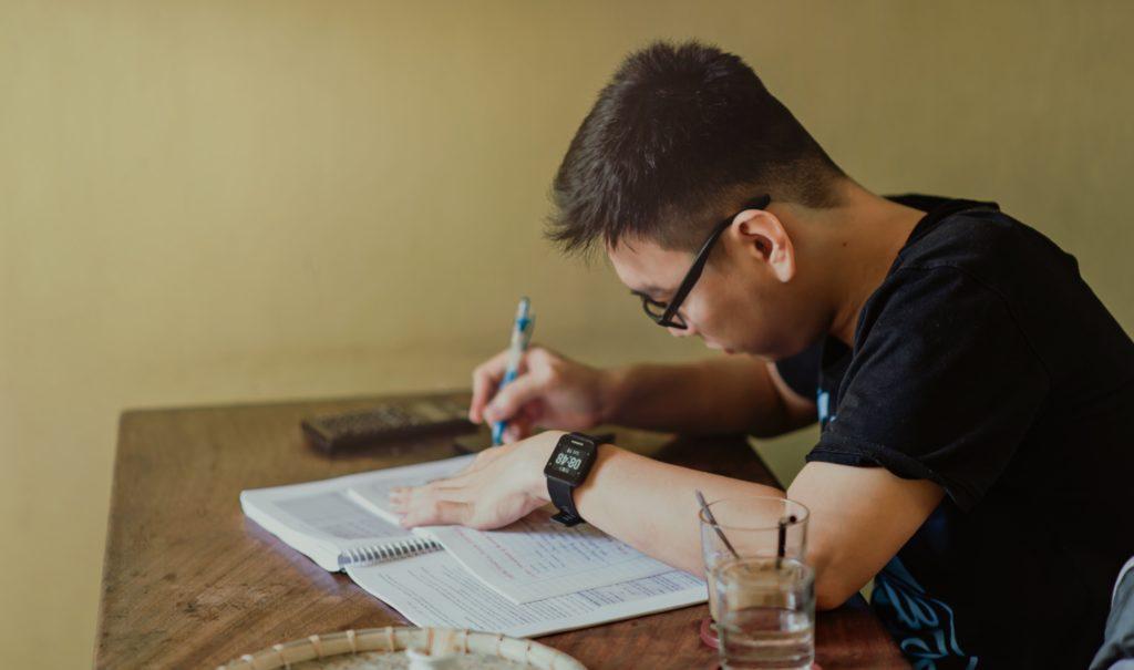 escrevendo uma redação dissertativa